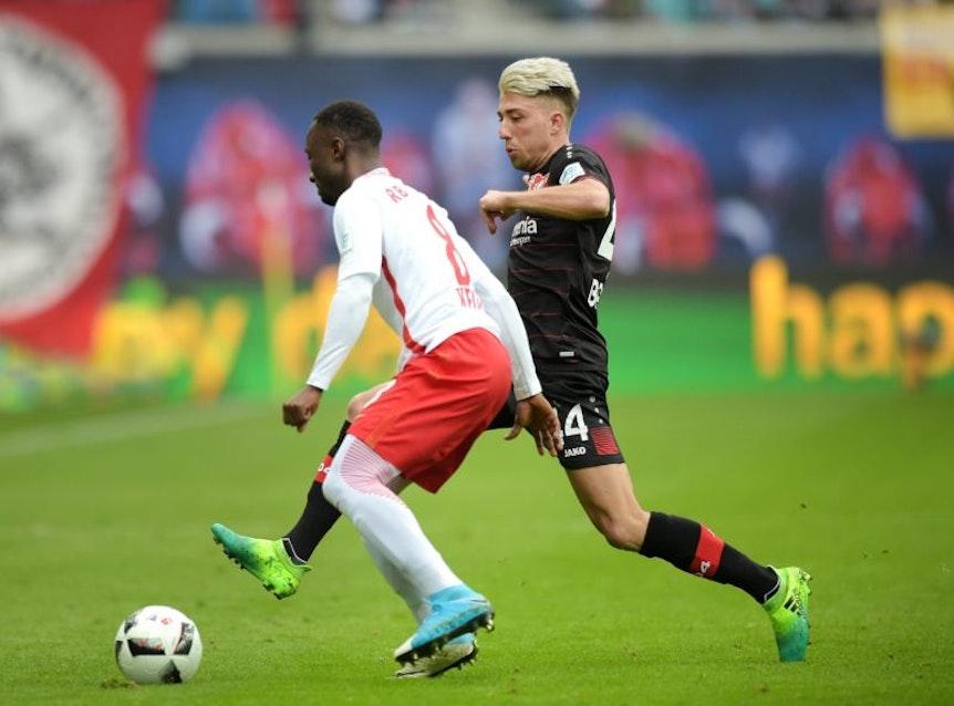 Kevin Kampl hier noch im Duell mit Naby Keita bei RB Leipzig gegen Bayer Leverkusen.