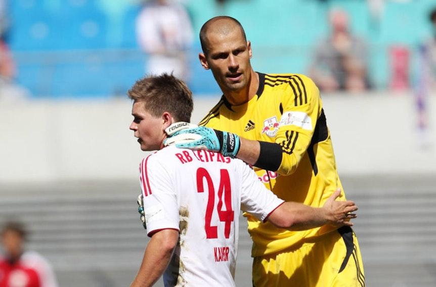 Im Bild: Dominik Kaiser (li.) und Torwart Fabio Coltorti (beide RB Leipzig), Enttäuschung nach Abpfiff.