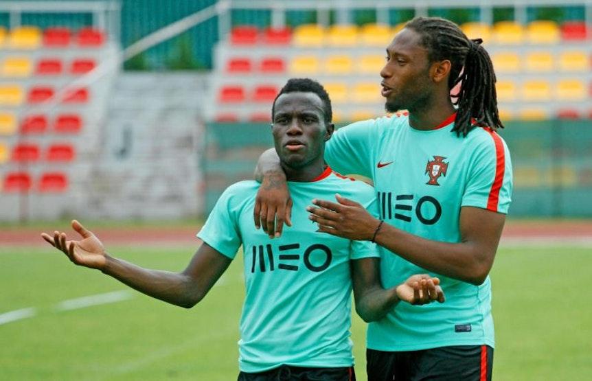Bruma (links) trägt derzeit schon wieder das portugiesische Trikot und bereitet sich auf die U21-EM vor.