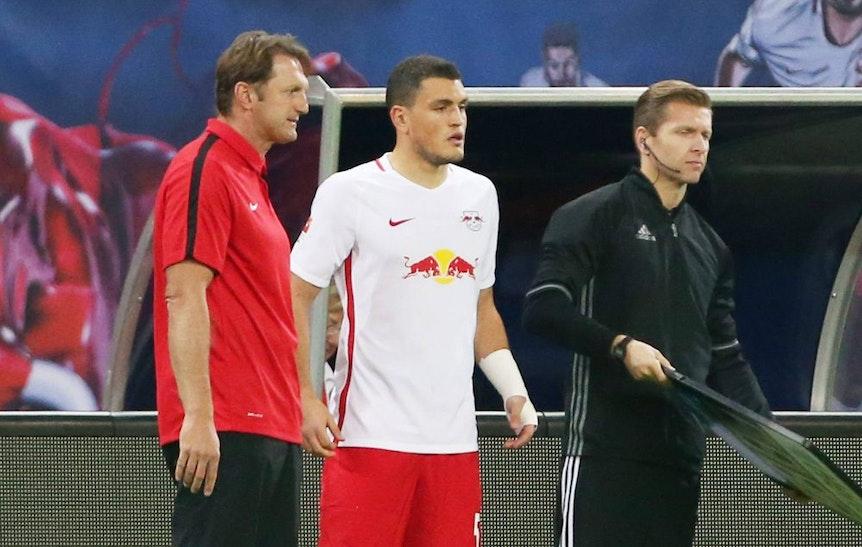 Ein seltenes Bild: Kyriakos Papadopoulos und Ralph Hasenhüttl bei der Einwechselung für RB Leipzig.