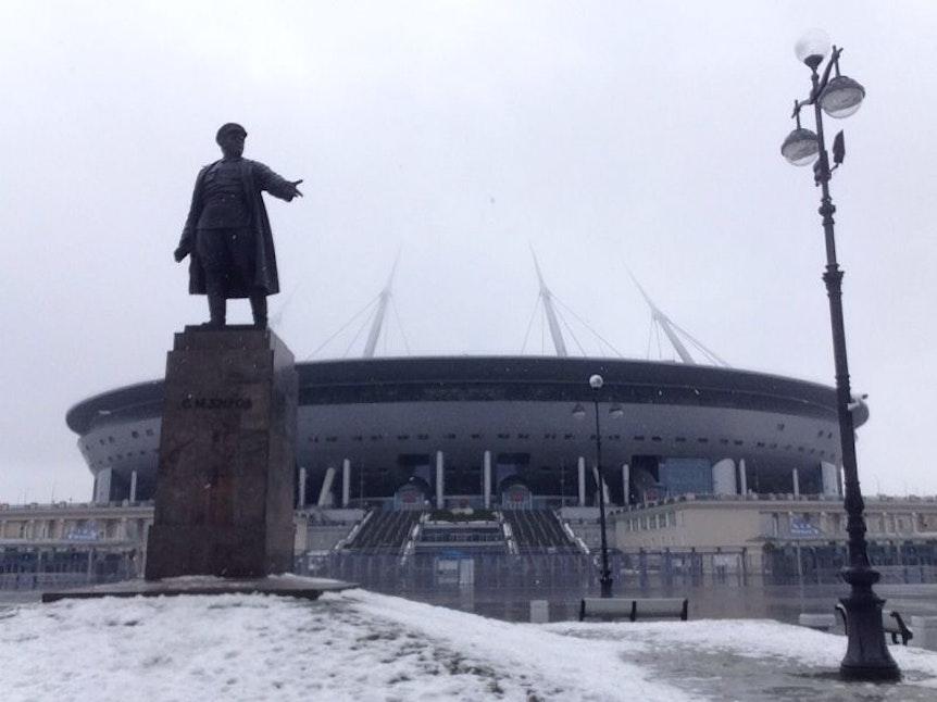 Das Dach des Stadions in St. Petersburg wird die klirrende Kälte abhalten.