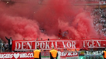 Pyroshow für 7000 Euro im RB-Fanblock beim Pokalfinale in Berlin.