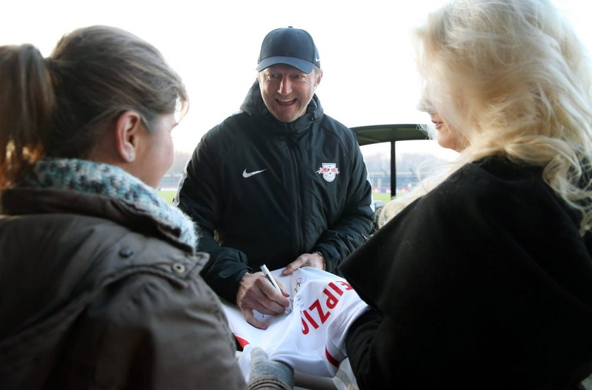 Ralph Hasenhüttl nahm sich Zeit für die Fans beim Training von RB Leipzig.