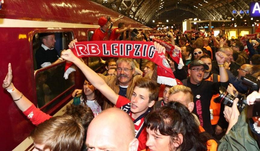 Sonderzug mit Fans von RB Leipzig. (Symbolbild: GEPA Pictures – Sven Sonntag)
