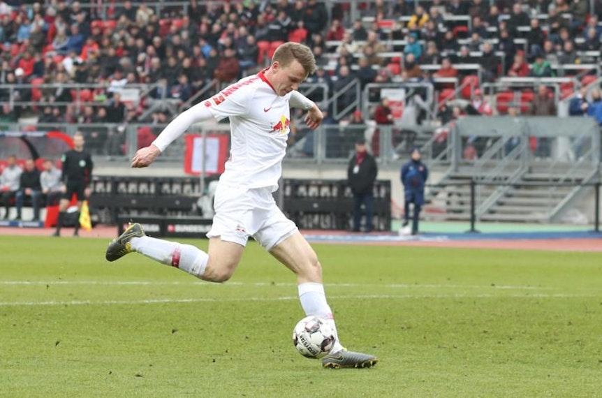 Bei RB Leipzig schießen auch die Verteidiger Tore, so wie hier Lukas Klostermann.