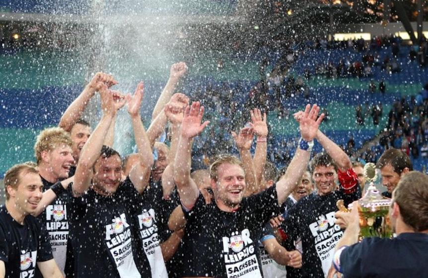 im Bild: Schlussjubel Rb Leipzig mit Pokal