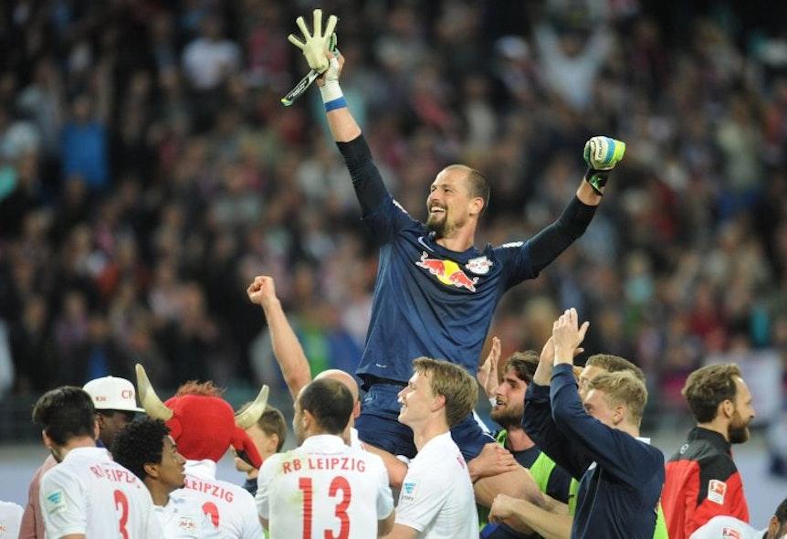 v.l. Fabio Coltorti (RB Leipzig) jubelt nach Spielende.