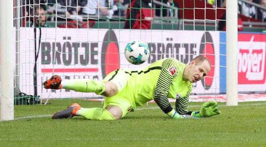 Peter Gulacsi hat diese Saison im Tor von RB Leipzig mehr zu tun, als ihm lieb sein kann.