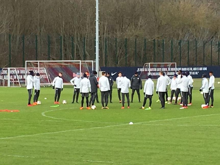 RB Leipzig hält die Reise nach St. Petersburg kurz und trainiert vor dem Spiel am Mittwoch noch mal am Cottaweg.