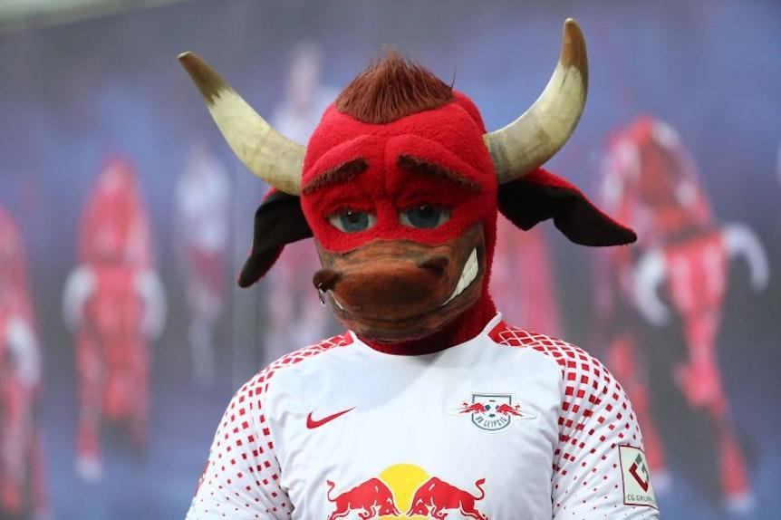 Teile der Anhänger von RB Leipzig vermissen ihren alten Bulli ohne Bart.