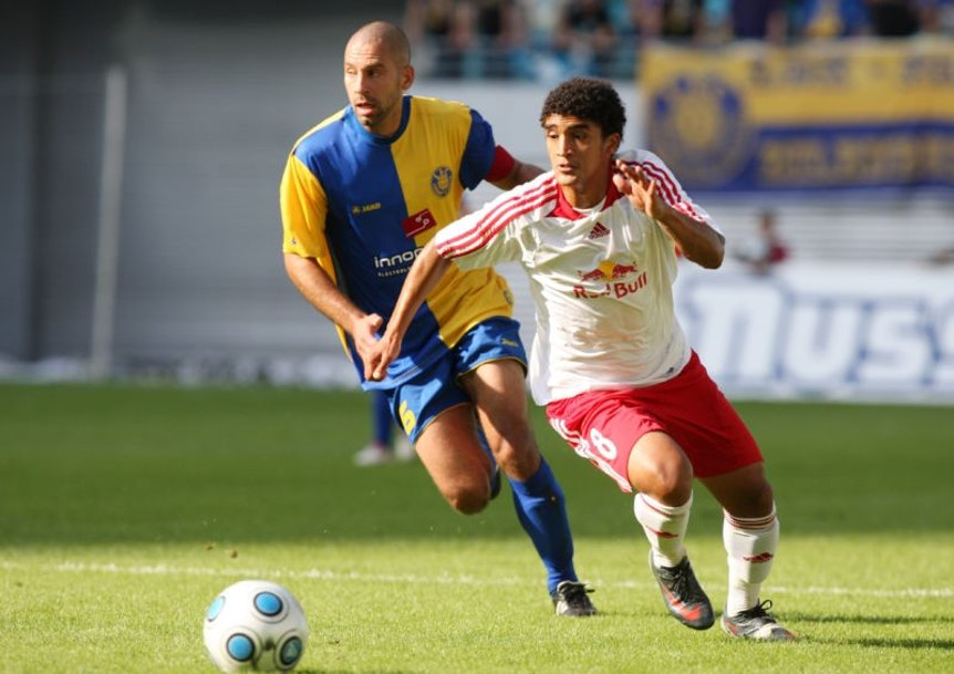 Michael Lerchl (re.) im Oberliga-Spiel gegen lok Leipzig im Zentralstadion 2009.