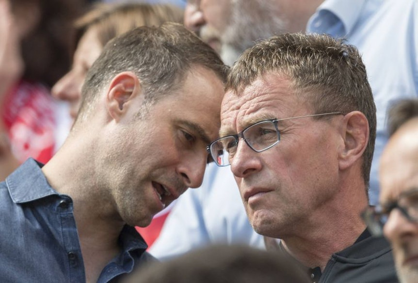 Klubbosse Mintzlaff (links) und Rangnick im Stress: RB Leipzig sucht nicht nur einen neuen Trainer und Transfers, sondern muss auch die Termine für die Vorbereitung neu ordnen
