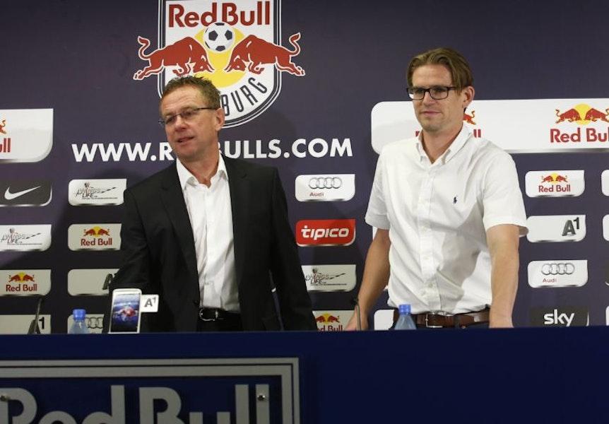 Aufbauarbeiter unter sich: Ralf Rangnick (li) und sein Nachfolger als Sportdirektor bei Red Bull Salzburg Christoph Freund.