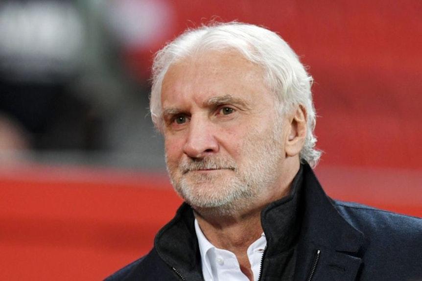 Rudi Völler ist mit den Äußerungen von Ralf Rangnick nicht ganz glücklich.