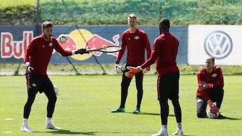 Peter Gulacsi kann sich in Ruhe angucken, was die Konkurrenz bei RB Leipzig so macht.