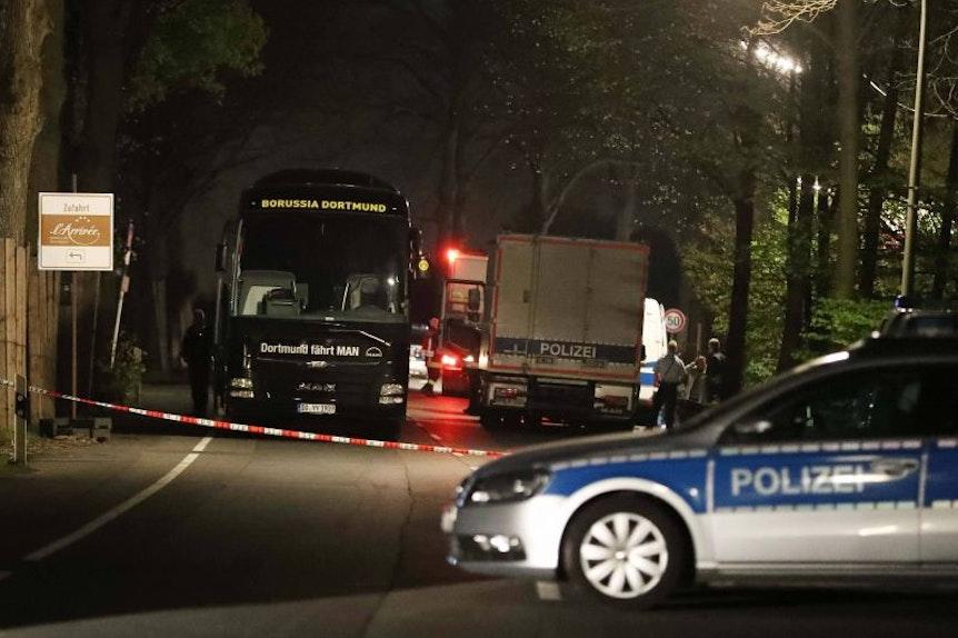 Ostdeutsche Hooligans als Rächer von RB Leipzig mit Bombenterror auf westdeutschen Straßen? Die Tagesschau mit ganz wilden Spekulationen.