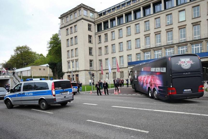 Die Einsatzfelder der Polizei bei Heimspielen von RB Leipzig sind vielfältig.