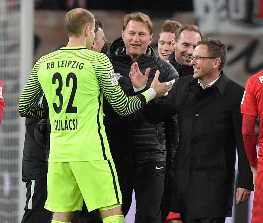 """Peter Gulacsi mit individuellen Fehler gegen FC Bayern und Ajax. Ralf Rangnick: """"Darf nicht zur Regel werden""""."""
