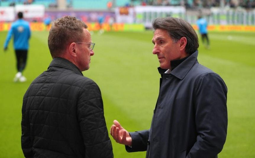 Einer Meinung? RB-Coach Rangnick im Gespräch mit VfL-Trainer Labbadia (r.).