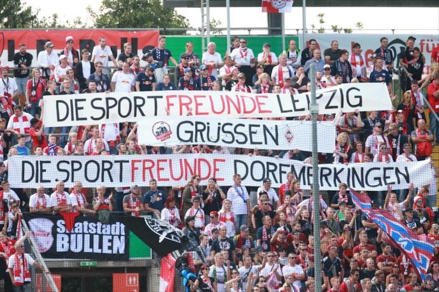 Auch die RB-Fans hatten einen Gruß für die sehr gastfreundlichen Sportfreunde aus Dorfmerkingen dabei.
