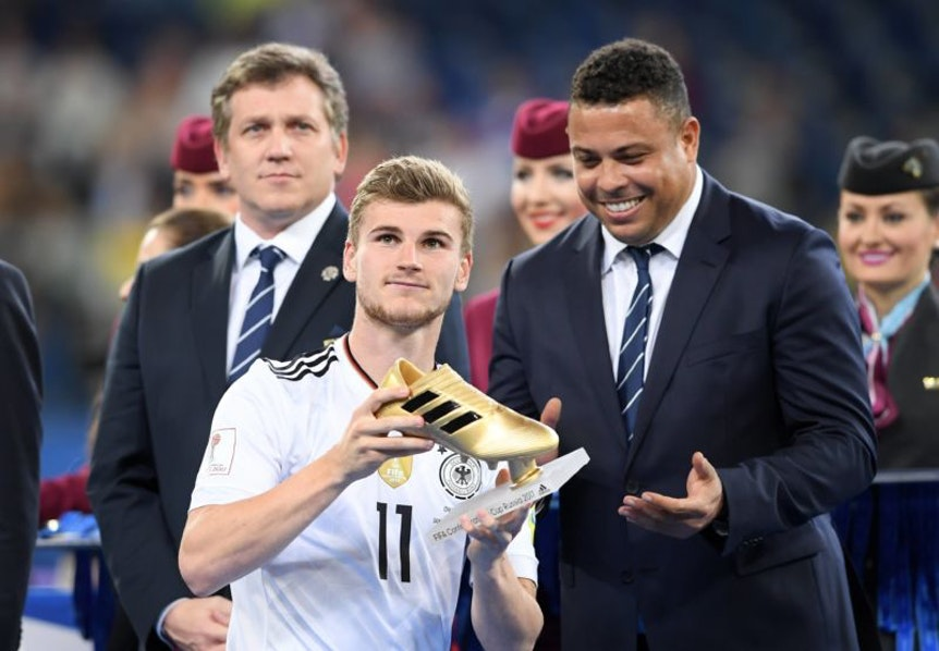Timo Werner wurde beim Confed-Cup von Ronaldo und Diego Maradona geehrt.