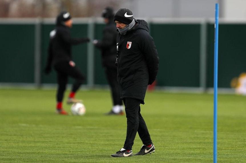 Manuel Baum hat viele Ausfälle zu beklagen. Am Samstag spielt der FC Augsburg gegen RB Leipzig.