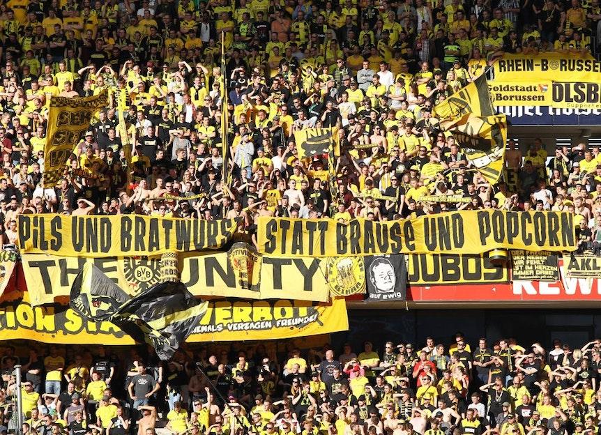 """""""Pils und Bratwurst statt Brause und Popcorn"""" dichteten einst die BVB-Anhänger. """"Nikotin und Bier statt Taurin und Stier"""" schlagen nun die RB-Fans vor."""