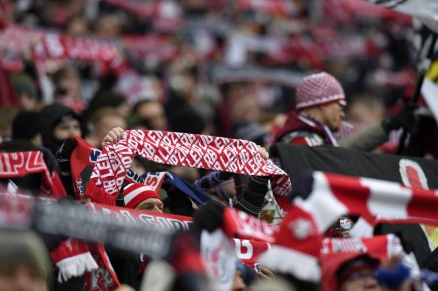 In Leipzig sind im Dezember 2018 nach einem Fußballspiel zwei RB-Fans attackiert worden.