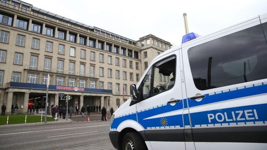 Rund um das Spiel zwischen RB Leipzig und Bayer Leverkusen musste sich die Polizei auch um Einbrüche in Autos kümmern.