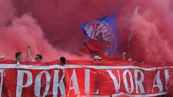 Roter Rauch steigt auf: Die RB-Kurve beim DFB-Pokalfinale in Berlin