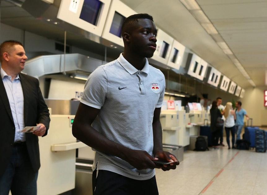 Diesmal führt ihn die Reise zu RB Leipzig: Dayot Upamecano hier noch im Dress von Red Bull Salzburg. GEPA Pictures.