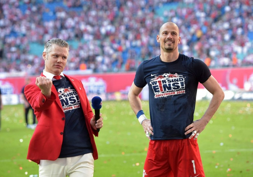 Tim Thoelke zusammen mit Fabio Coltorti, dem er den schönsten Augenblick in der Red Bull Arena verdankt.