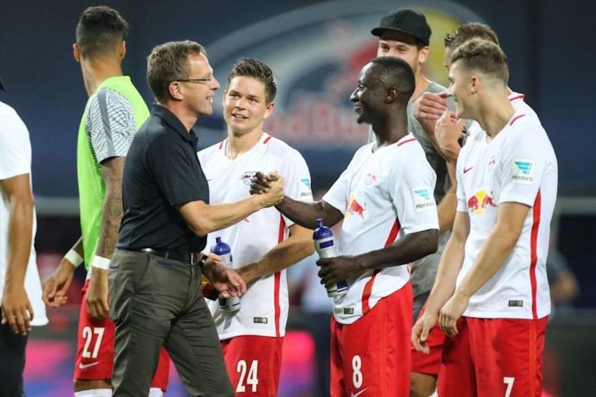 Ralf Rangnick und Naby Keita werden sich nur noch eine Saison lang gemeinsam über Erfolge von RB Leipzig freuen können.