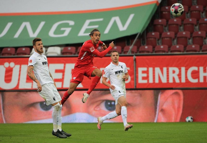 Alle Augen auf Poulsens Schuss: Treffer zum 2:0 gegen Augsburg.