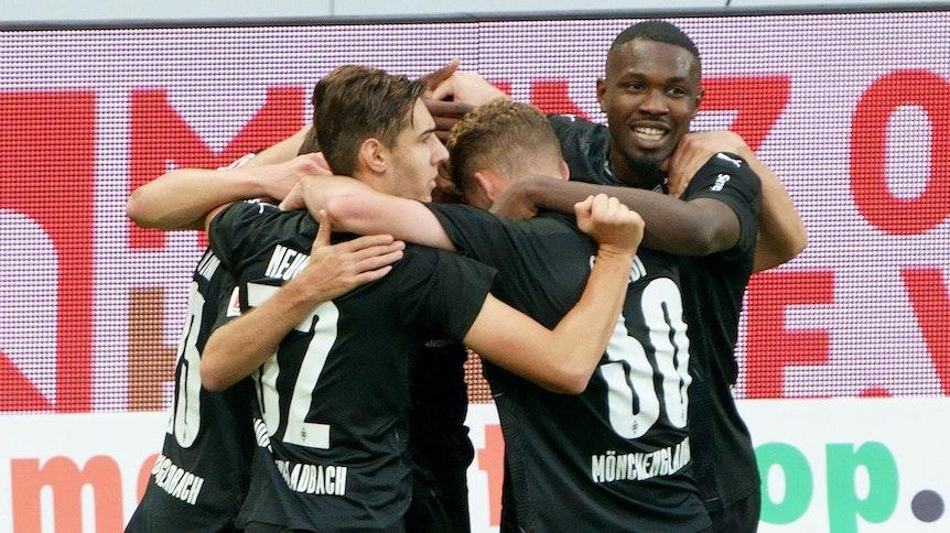 Borussia Mönchengladbach bejubelt ein Tor in Mainz.