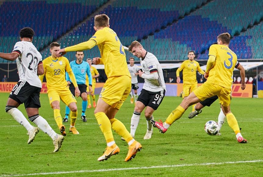 Von der Wade des Gegenspielers ins Tor: Timo Werner erzielt seinen zweiten Treffer.
