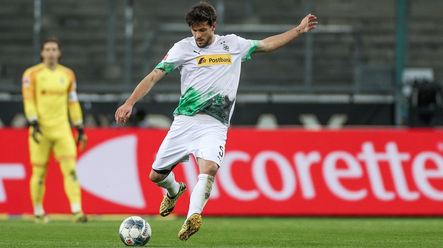 Tobias Strobl, hier als Gladbach-Profi beim 2:1-Sieg am 11. März im Geister-Derby gegen den 1. FC Köln, kehrt am Samstag als Spieler des FC Augsburg in den Borussia-Park zurück.