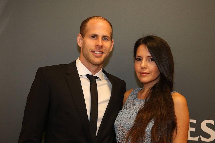 Péter Gulácsi und seine Frau spendeten einer Familie in Ungarn die Prämie der Nationalmannschaft.