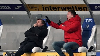 Nur mal kurz die Augen zugemacht: Markus Krösche neben Julian Nagelsmann.