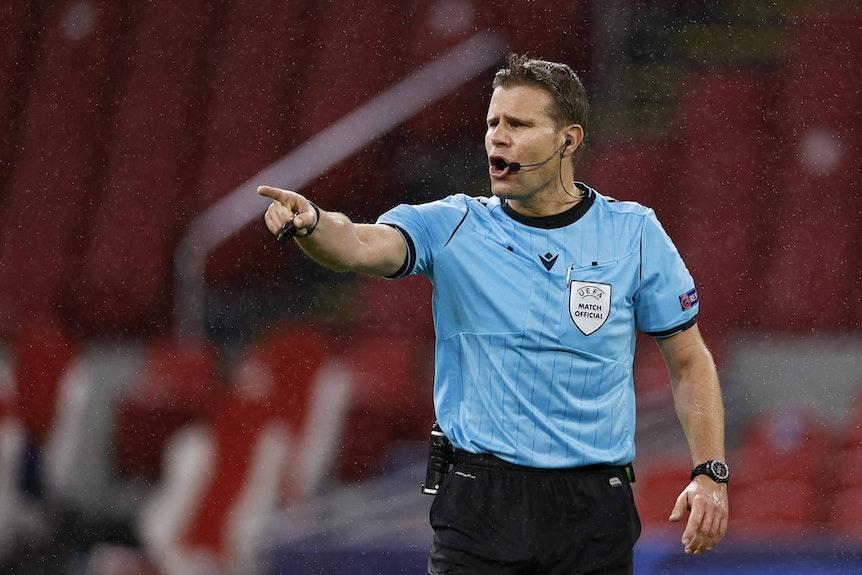 Dr. Felix Brych ist seit 2007 FIFA-Schiedsrichter.
