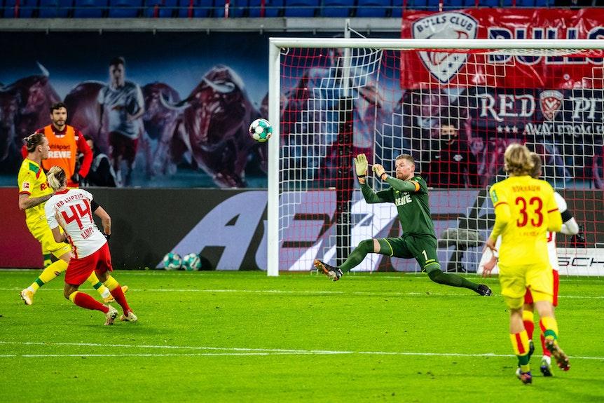 Nicht mehr mit der vollen Souveränität: Kevin Kampl vergibt eine Großchance für RB Leipzig gegen Köln.