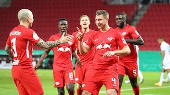 Vorlagengeber und Abnehmer: Angeliño und 1:0-Torschütze Willi Orban