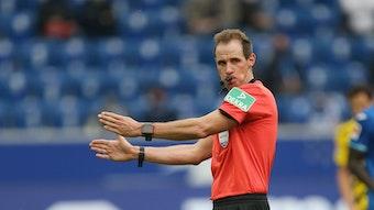 Seit 2019 ist Sascha Stegemann FIFA-Schiedsrichter.