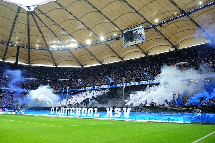 Legale Pyrotechnik im Hamburger Volksparkstadion