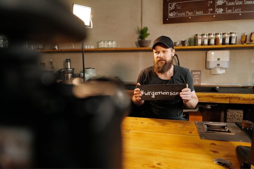 Einst zog Tom Geißler im zentralen Mittelfeld die Fäden, heute kümmert er sich um die Leipziger Café-Szene.