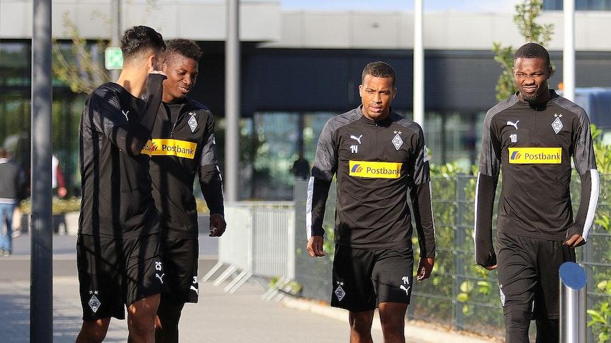 Ramy Bensebaini (links), Breel Embolo, Alassane Plea und Marcus Thuram von Borussia Mönchengladbach sind ins Quarantäne-Hotel eingezogen.