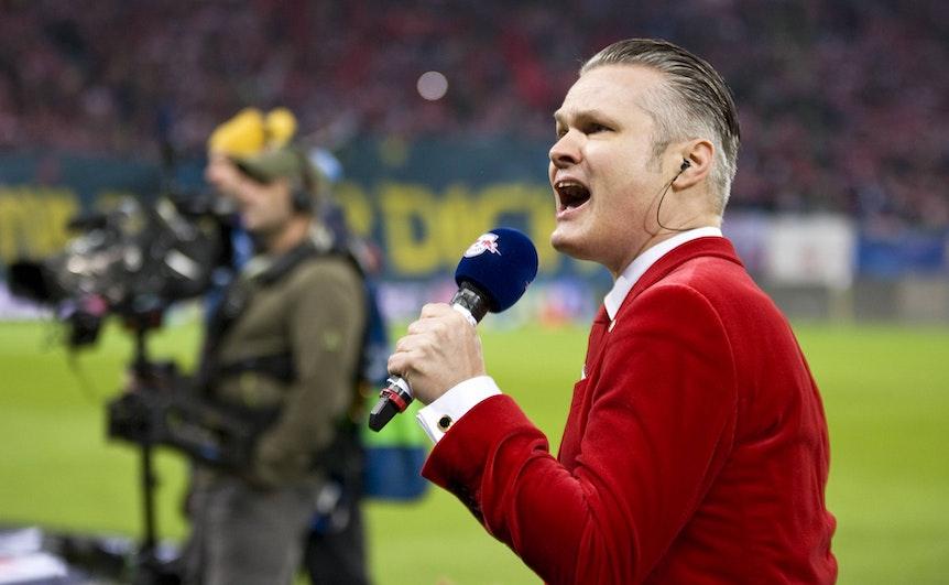 Nur nüchtern verlesen, nicht tanzen: RB Leipzigs Stadionsprecher Tim Thoelke.