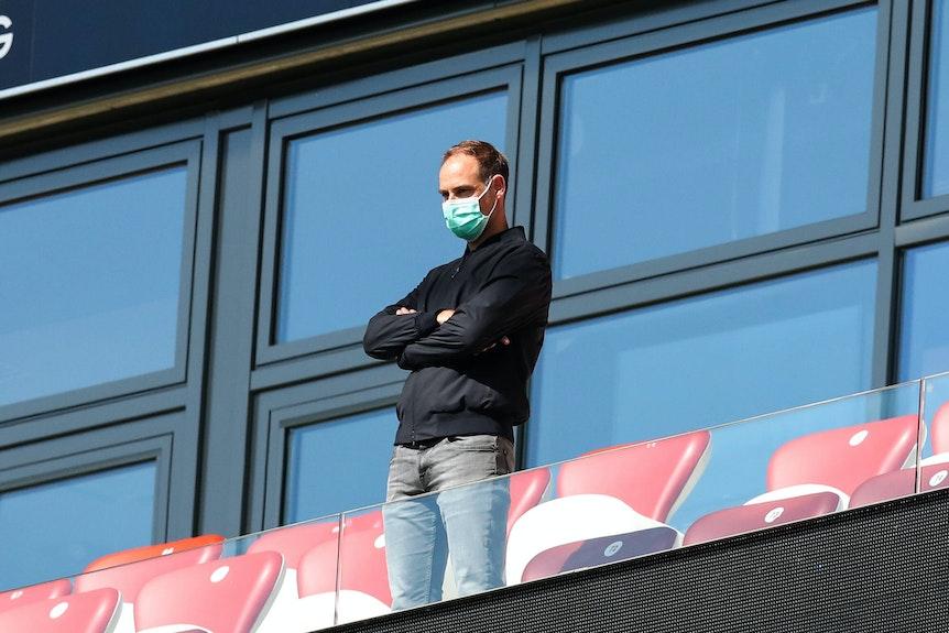 Oliver Mintzlaff als Zuschauer beim RB-Geisterspiel gegen den SC Freiburg.