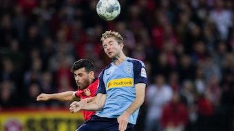 Christoph Kramer (r.), hier im Hinspiel im Duell mit Bayers Kevin Volland, trifft am Samstag mit Borussia im Rheinland-Duell auf seinen Ex-Klub Leverkusen.