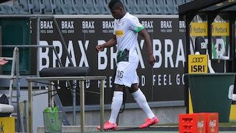 Breel Embolo von Borussia Mönchengladbach verließ gegen Bayer 04 Leverkusen bereits nach zwölf Minuten den Platz und ging mit schmerzverzerrtem Gesicht Richtugn Kabine.